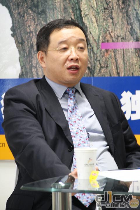 武汉千里马工程机械集团有限公司董事长杨义华