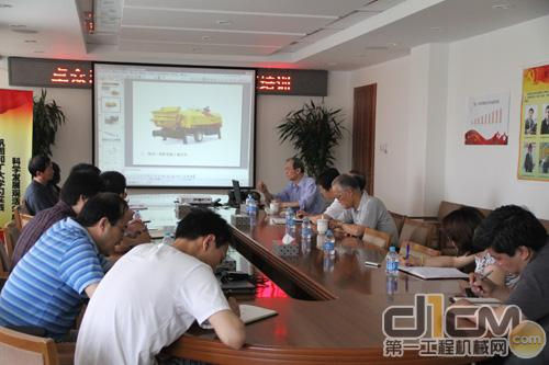 中国工程机械工业协会混凝土机械分会名誉会长陈润余、秘书长盛春芳莅临卓众出版开展混凝土机械知识培训