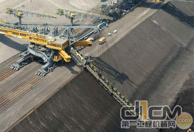 世界级轨道链斗液液压油缸 挖掘能力提至14000立方米