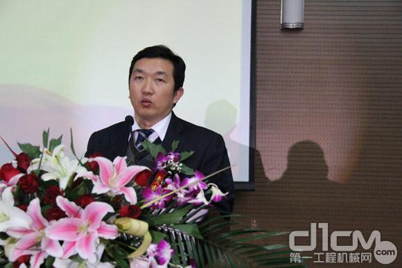 山推工程机械股份有限公司副总经理徐刚发言