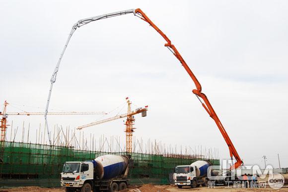 中联重科80m泵车在晋中人民医院施工