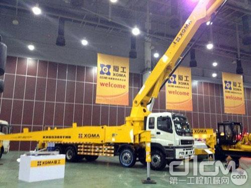 混凝土泵车,最大高度可达47.6米。