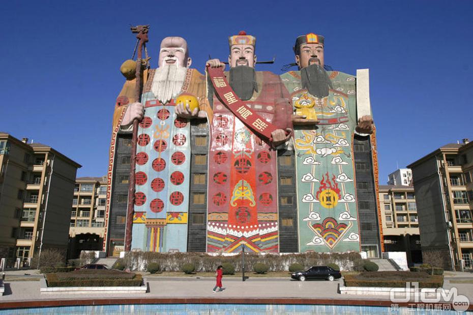 """重庆""""桶装方便面楼"""" 看各地奇形怪状建筑"""