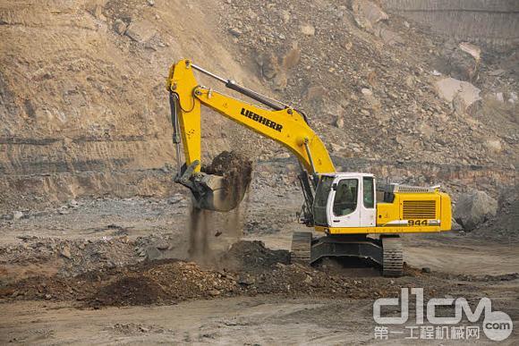 什么造就了利勃海尔r944c挖掘机王者之风?