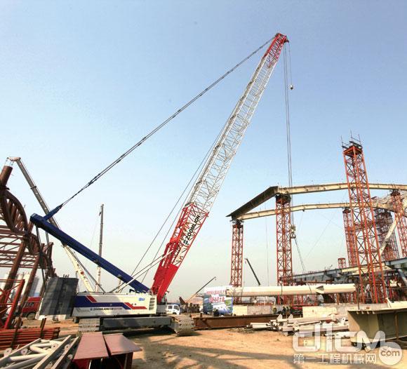 中联20多台起重机参与青岛北站钢结构吊装