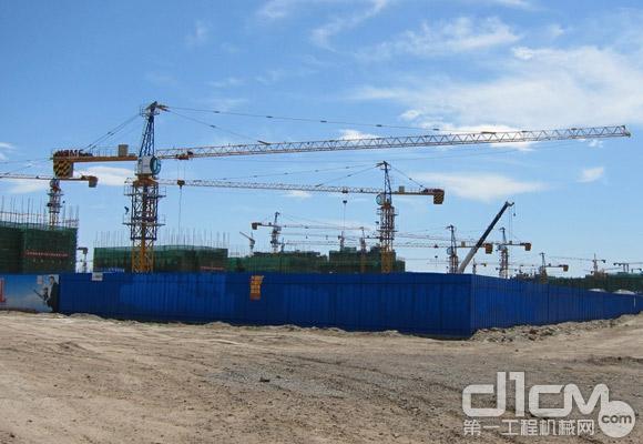 徐工塔机为克拉玛依城市建设建功献力