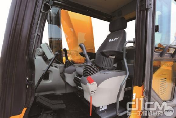 三一sy465h-9型挖掘机驾驶室舒适的座椅