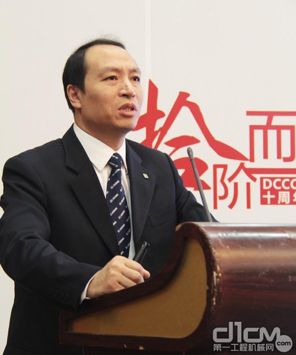 徐工集团道路机械事业部副总经理孟文发表主题演讲