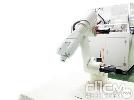 长沙高新区工程机械上演科幻片 新兵老将同台飙戏