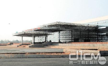 记者在施工现场看到中联重科麓谷第二工业园办公楼已初具雏形。 邱旸 摄