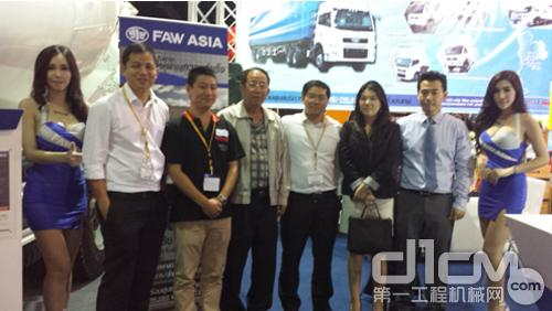 2013年9月普曼普参加泰国工程机械展