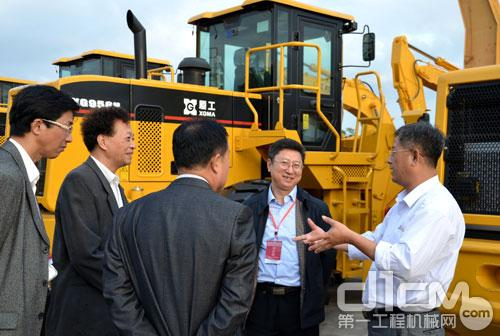 厦工副总裁洪家庆与用户团代表深入交流