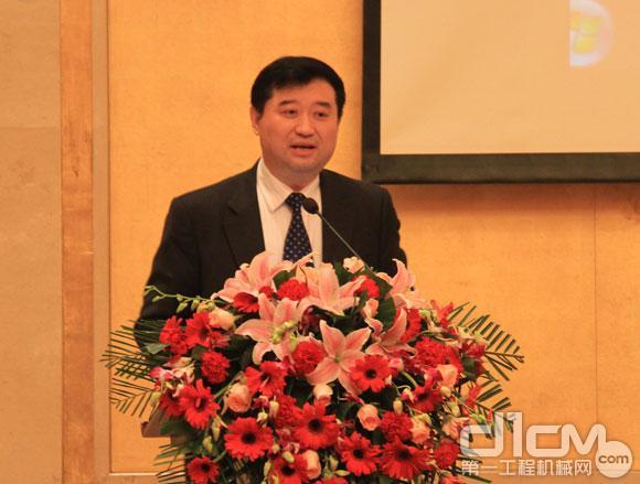 中国工程机械工业协会副会长兼秘书长苏子孟对2013年以来工程机械行业经济运行情况和当前主要工作进行了介绍