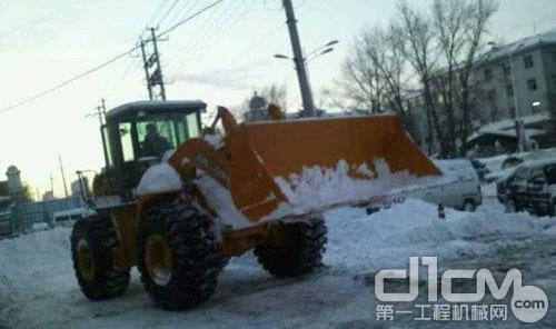 晋工装载机铲雪除冰助您平安出行