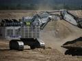 利勃海尔R9800矿山挖掘机施工作业