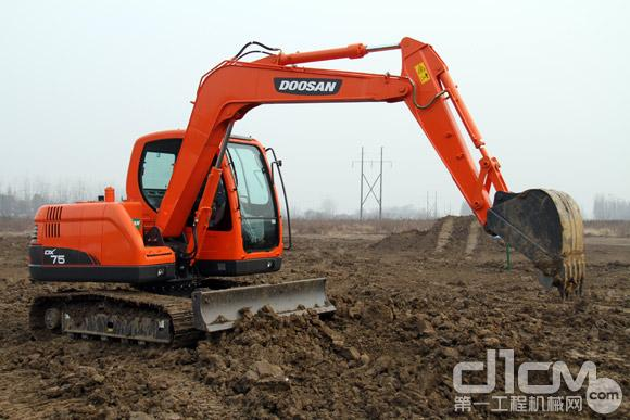 用户试驾DX75挖掘机