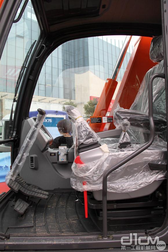 DX75挖掘机驾驶室