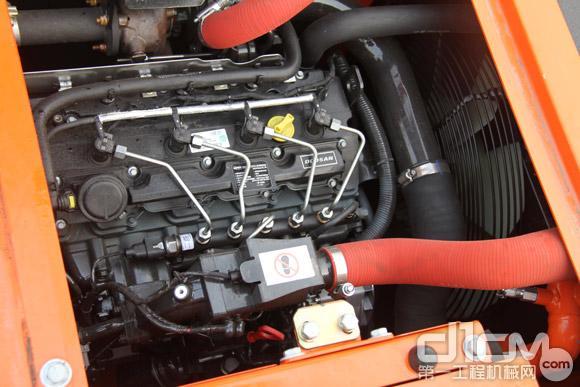 DX120新一代电喷发动机取代机械发动机