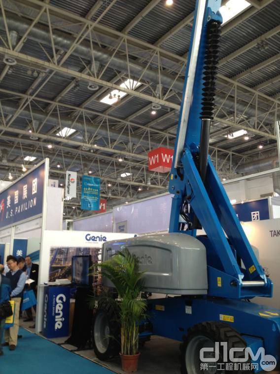 液压升降平台吉尼亮相中国国际石油石化装备展 为施工安全护航