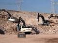 五部HIDROMEK挖掘机兴建公路