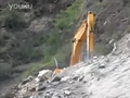 视频: 最牛挖掘机凌空绝壁冒死开路