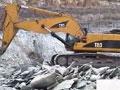 视频:卡特挖掘机岩石臂矿山施工