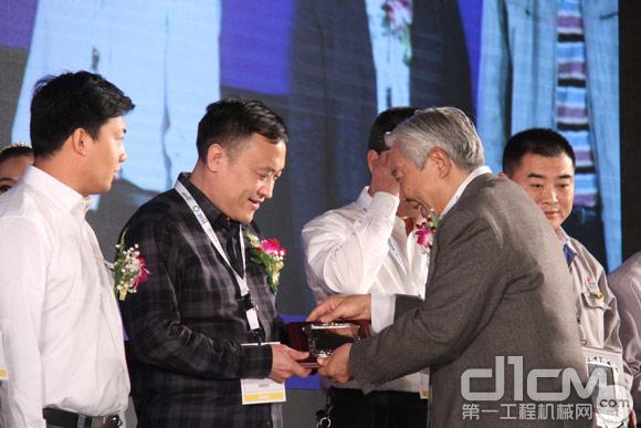 2014工程机械营销&后市场大会技术服务专家授牌仪式
