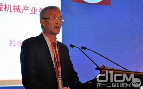 中国工程机械工业协会会长祁俊在中国工程机械工业协会四届四次会员代表大会上作形势报告