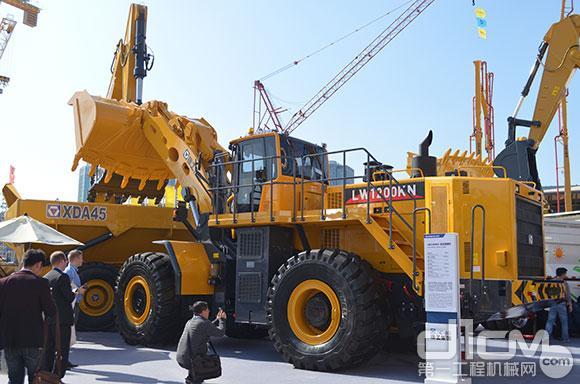 工LW1200最大吨位装载机-徐工LW1200K装载机上海宝马展上尽显