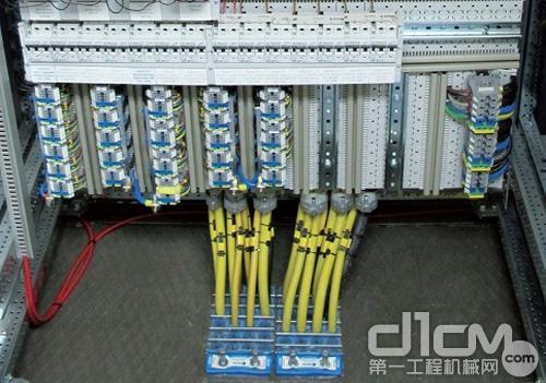 烙克赛克用于保护仪表和通信设施