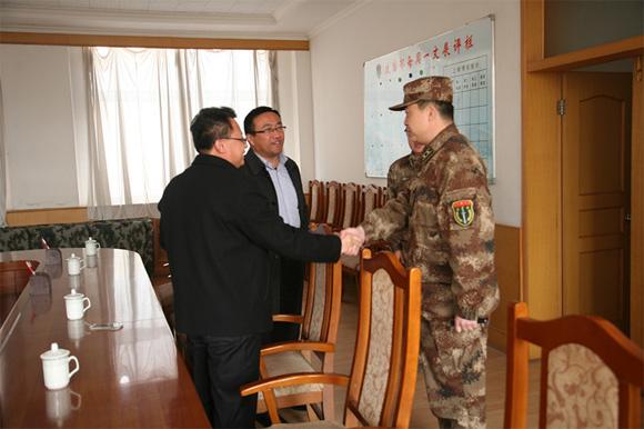 方圆集团党委副书记,办公室主任薛丽波一行携带慰问品,先后来到海阳