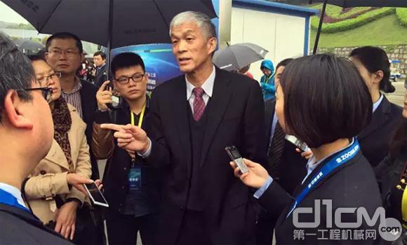 中国工程机械工业协会会长祁俊接受媒体采访