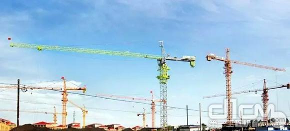 全球第壹台中联重科新涂装塔式宗重机矗立市场