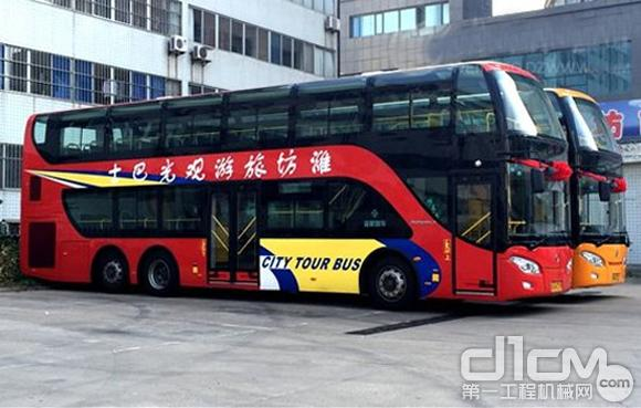 潍柴亚星客车双层旅游观光车潍坊投入使用