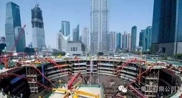 三一<a href=http://product.d1cm.com/bengche/ target=_blank>泵车</a>参与上海中心大厦地板浇注