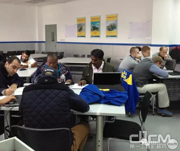 2015年10月山工机械海外代理维修培训
