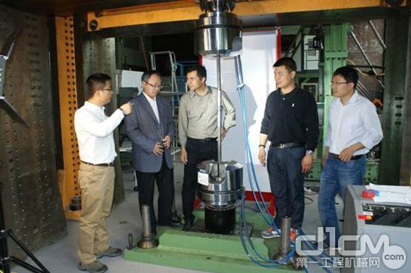 欧维姆项目组成员陪同中国核电工程有限公司领导、专家在德国实验室见证试验