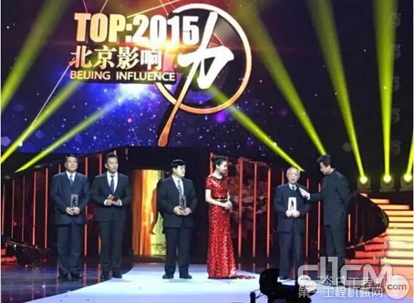 杨世祥接受主持人采访并发表获奖感言