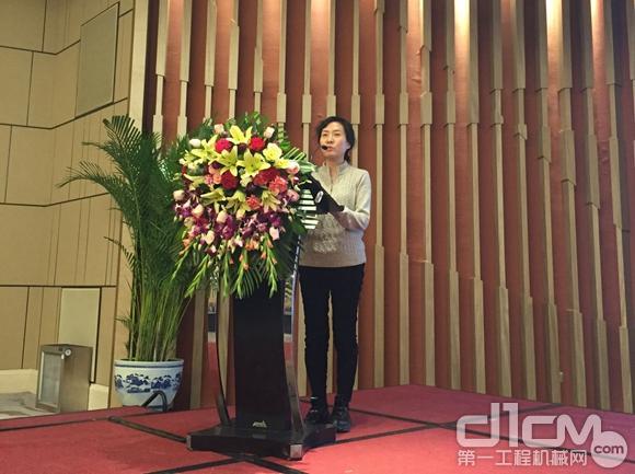 中国建筑协会机械管理与租赁协会分会会长张燕娜