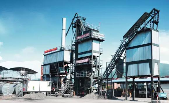 铁拓机械引进利器 向高端市场突围 和用户一起成长,向高端市场突围 当今世界是现代科技高速发展的时代,而激光技术作为在工业自动化领域发展中最受瞩目的科技之一,对现代制造业发展起到不可磨灭的功勋作用。工程机械制造行业中切割与焊接有着密不可分的关系,切割质量的好坏直接影响着焊接质量。随着激光的普及应用,大功率激光切割作为一种新兴的精密下料方式正在取代传统的加工方式。 当前的沥青搅拌设备正在从低端简易阶段到高端精致阶段转变,客户的投资意识也在增强,施工越来越讲究专业化。开始选择购买专业的、质量好的设备,希望能够
