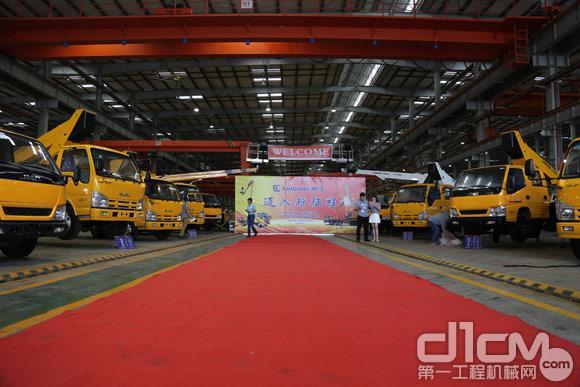 柳工车载式高空作业车及大吨位汽车起重机客户体验日