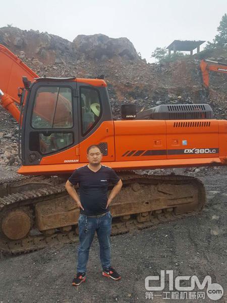 斗山江苏客户丁老板与斗山新DX380LC-9C挖掘机
