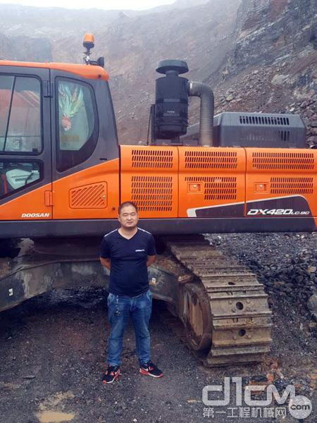 斗山江苏客户丁老板和他的斗山DX420LC-9C挖掘机