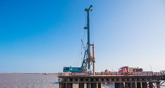 山河智能旋挖钻机助建飞云江特大桥