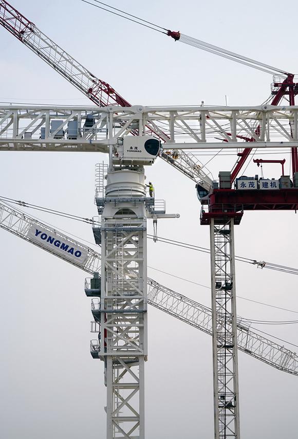 全球最大平头式塔机问世——永茂stt3330