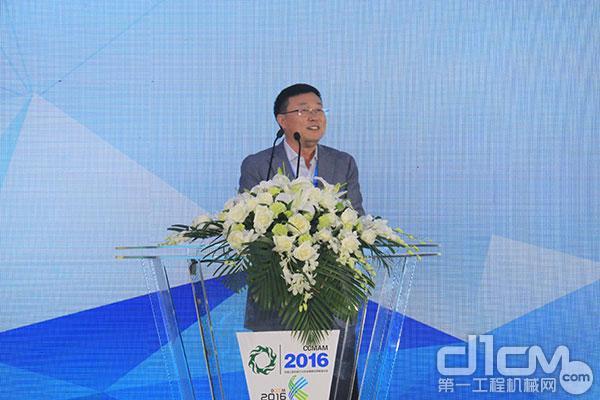 中国工程机械工业协会维修及再制造分会副会长、北京天顺长城液压科技有限公司副总经理杨安主持会议
