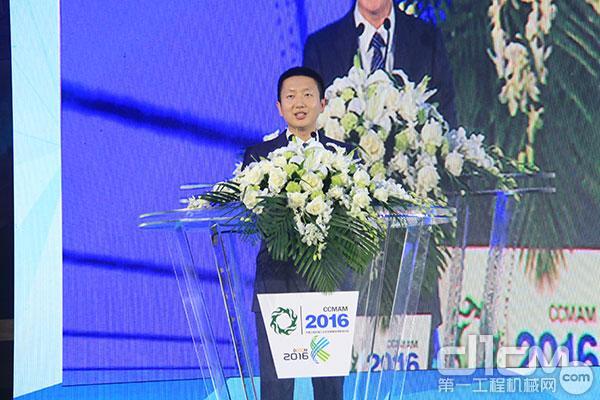 新当选的分会秘书长杨君玉代表分会新一届领导班子讲话