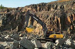 中国推出标准履带E360挖掘机