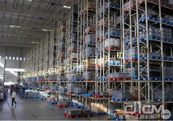 高空作业平台在仓储物流中的应用