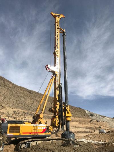 徐工旋挖钻机联合施工 助力西藏公路建设